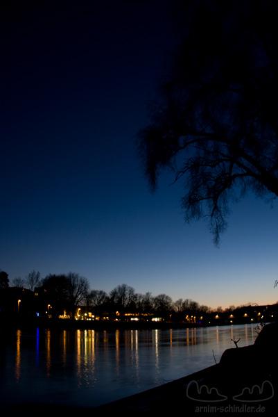 Donauufer bei Nacht