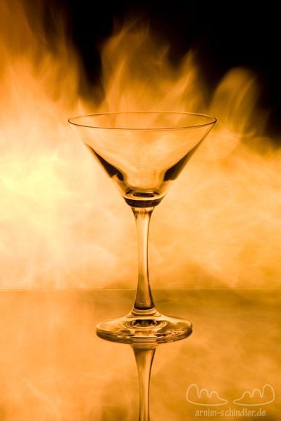 Martiniglas vor Feuer