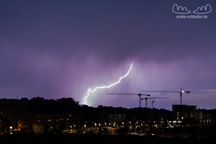 Gewitter über einer Baustelle